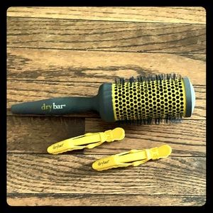 Dry bar round brush and two styling clips